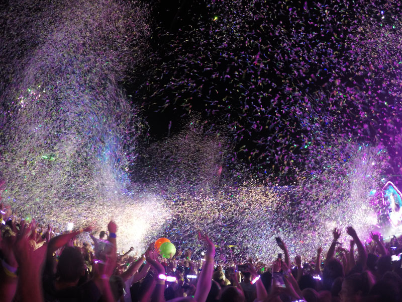 Coldplay Colorful Crowd